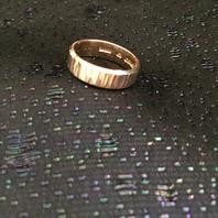 Ring i 18 karat guld med vackert mönster.St 18. 1975