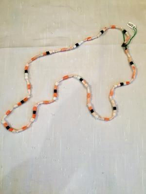 Halsband med koraller,onyx mm. Handsnidade tulpanermm.74cm.-70tal.Unikt!