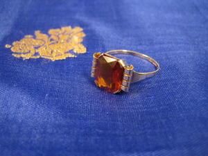 Vacker ring i 18 karat med citrin.