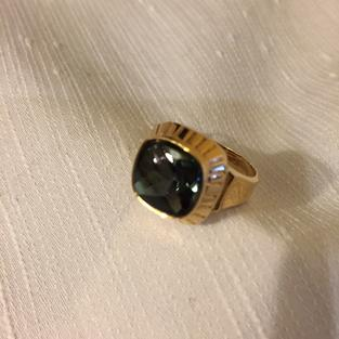 Klackring i 18 karat guld med turmalin. St 18. Tillverkningsår 1962