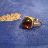 Vacker ring i 18 karat guld med citrin.