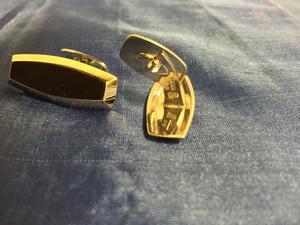 Manschettknappar i guldförgylld äkta silver .  Storlek: 35X14mm  Tydliga svenska stämplar. Cesons Göteborg P9 1965
